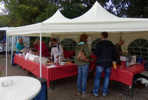 Kuchen- und Würstchenstand des UeRC